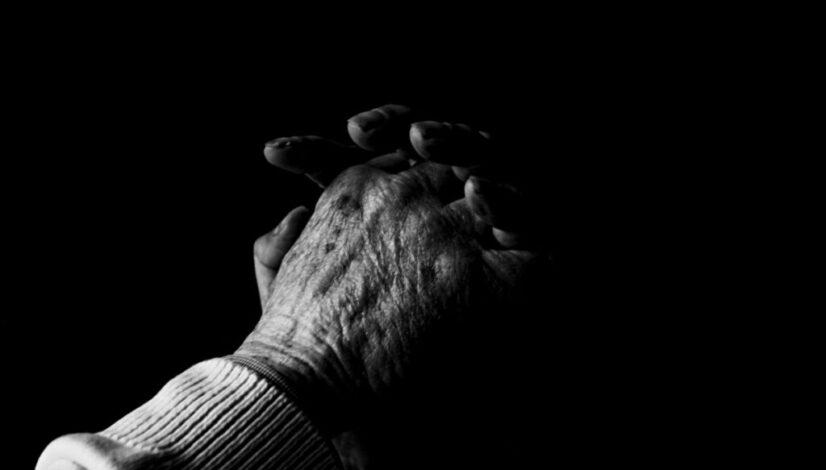 praying-hands-blackwhite